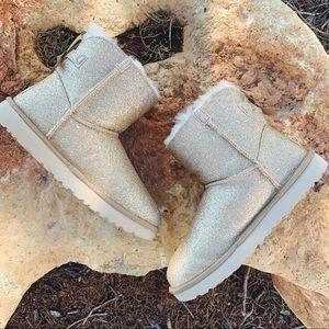 UGG™ Mini Bailey Bow Gold Sparkle Boot